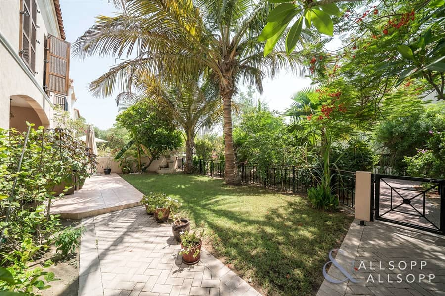2 New Listing | Close to Main Park | Pool View
