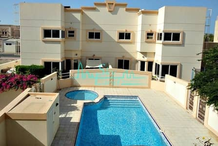Spacious|Bright 4 bed|Private garden|shared pool