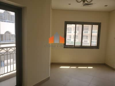 BEAUTIFUL STUDIO WITH BALCONY AT CONVENIENT PRICE.