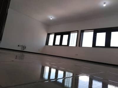 شقة 3 غرف نوم للايجار في الخالدية، أبوظبي - شقة في شارع الاستقلال الخالدية 3 غرف 65000 درهم - 4632450