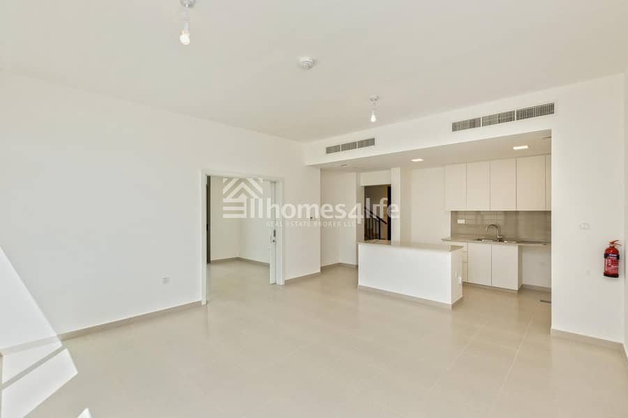 Elegant  Brand New 4 Bed Town House Close to Park and Pool
