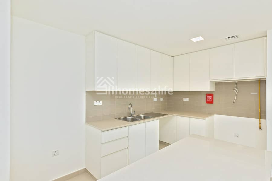 2 Elegant  Brand New 4 Bed Town House Close to Park and Pool