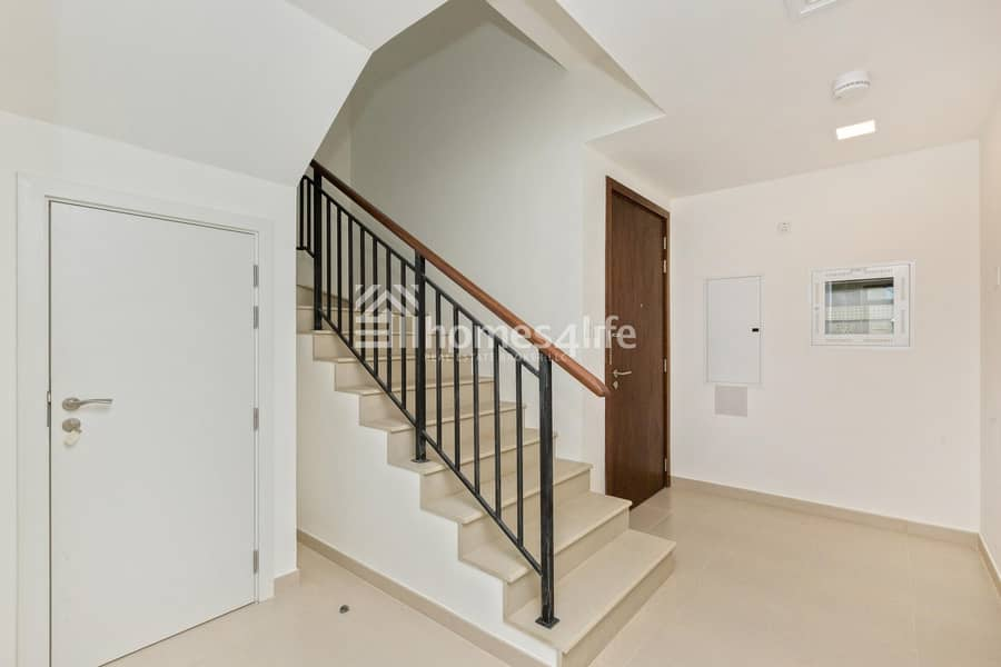 10 Elegant  Brand New 4 Bed Town House Close to Park and Pool