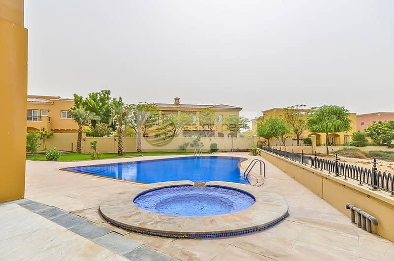 Corner Luxury 6 Bed Villa   Private Swimming Pool