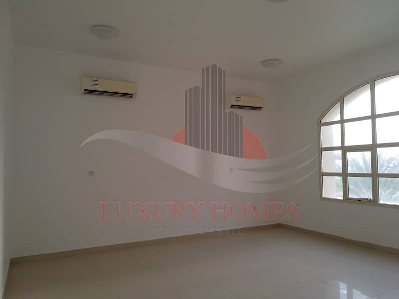 2 Neat and Spacious Apt with Huge Hall near Schools