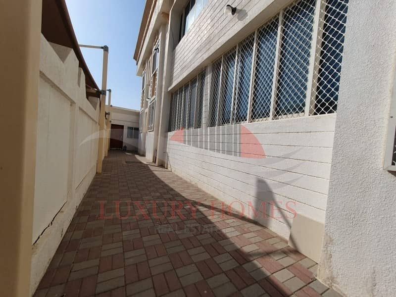 13 Spacious Bright Near Hazza Stadium with Free Water