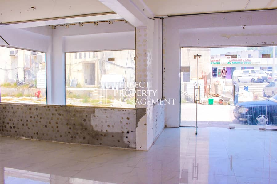 11 Big shop for rent in Old Ras Al Khaimah facing the road