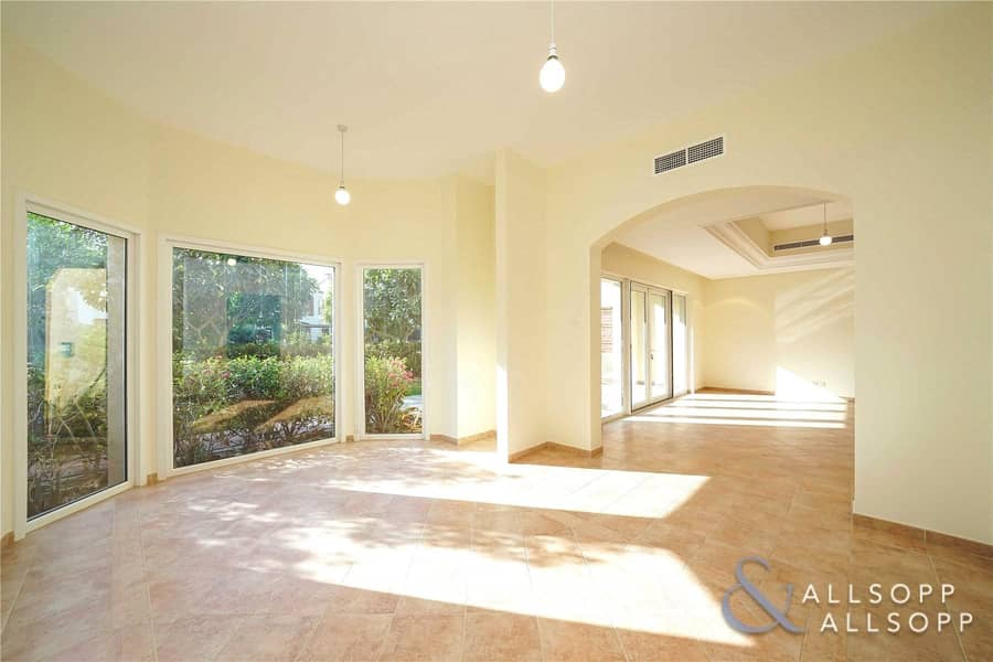 2 Exclusive Townhouse   Opposite Pool   4Bed