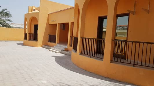 *** AMAZING OFFER – Beautiful 4BHK single storey villa with garden space in Al Halwan area, Sharjah ***