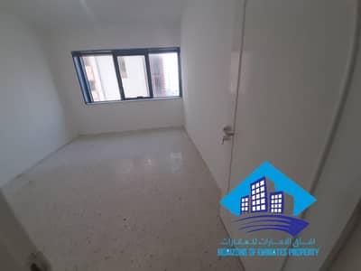 شقة 2 غرفة نوم للايجار في شارع المطار، أبوظبي - عرض ممتاز في شارع المطار موقع مميز