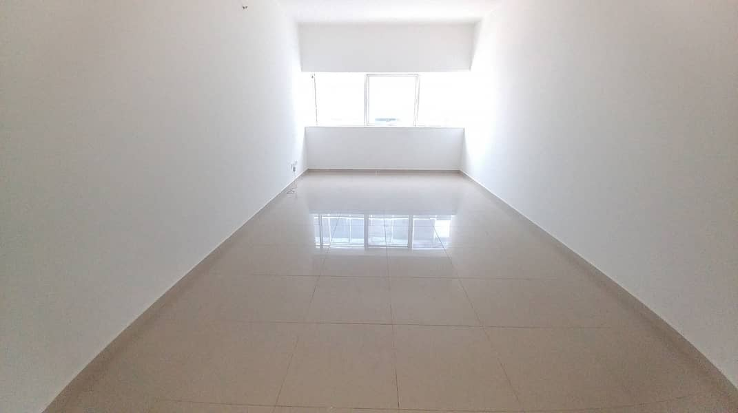 FANTASTIC AND LIMITED OFFER BIG SIZE STUDIO AVAILABLE ONLY ON 18K