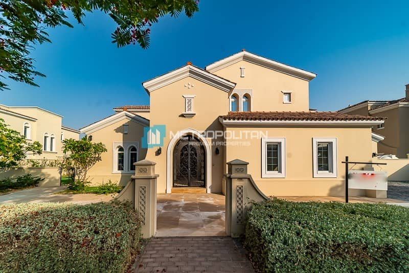 6 Bed | Private Pool | Big Plot | Well Maintained