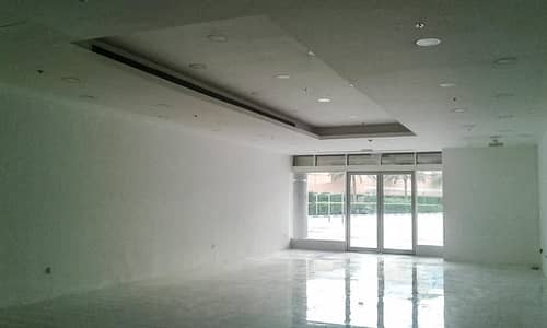 معرض تجاري  للايجار في بر دبي، دبي - No Commission   Large Showroom   Prime Location