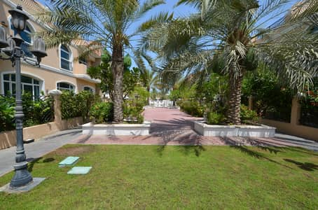 5 Bedroom Villa for Rent in Jumeirah, Dubai - Great Finishing Corner Plot villa shared Pool