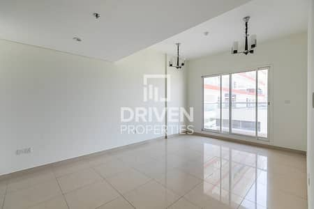 Spacious 1 Bed Apartment with Pool Views