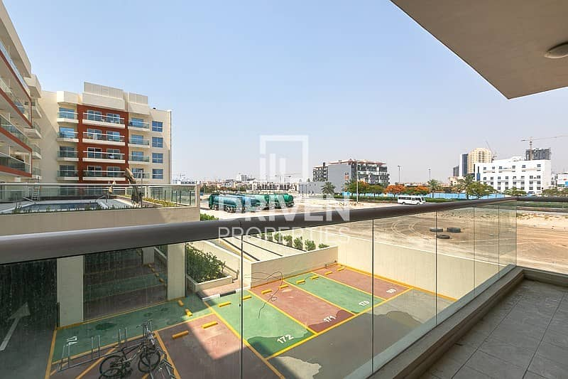 20 Spacious 1 Bed Apartment with Pool Views