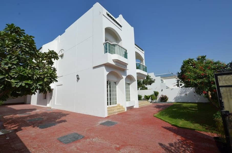 19 Freshly Renovated villa with private Garden