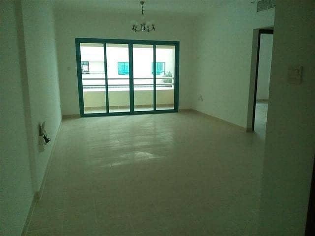 شقة في النهدة 3 غرف 65000 درهم - 4638009