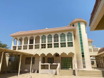 Large two-storey villa with air conditioners in Sabkha