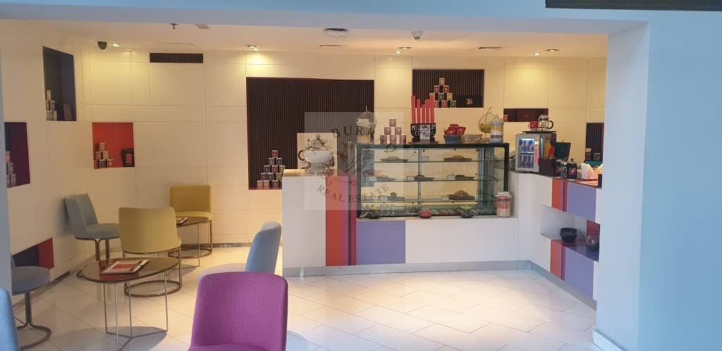 Ready working Shop in Hotel Lobby with equipment for rent
