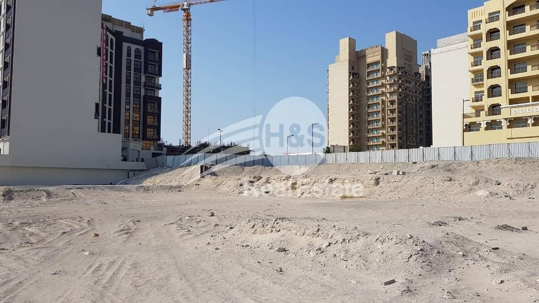 2 140 AED/sqf | Residential Freehold Land | B+G+11