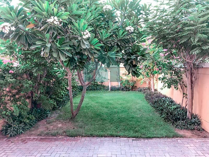 11 OPEN HOUSE Quite Location Beautifu Garden Vacant!