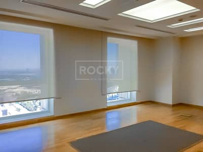 Office for Sale in Sheikh Zayed Road, Dubai - Fitted | 2 Washroom | Sheikh Zayed Road View
