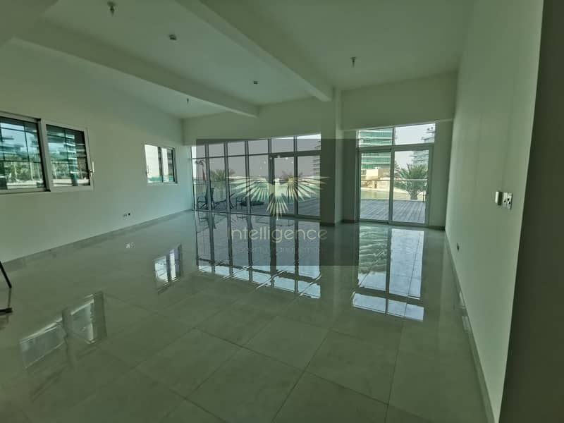 Vacant! Spacious Townhouse with Stunning Sea View