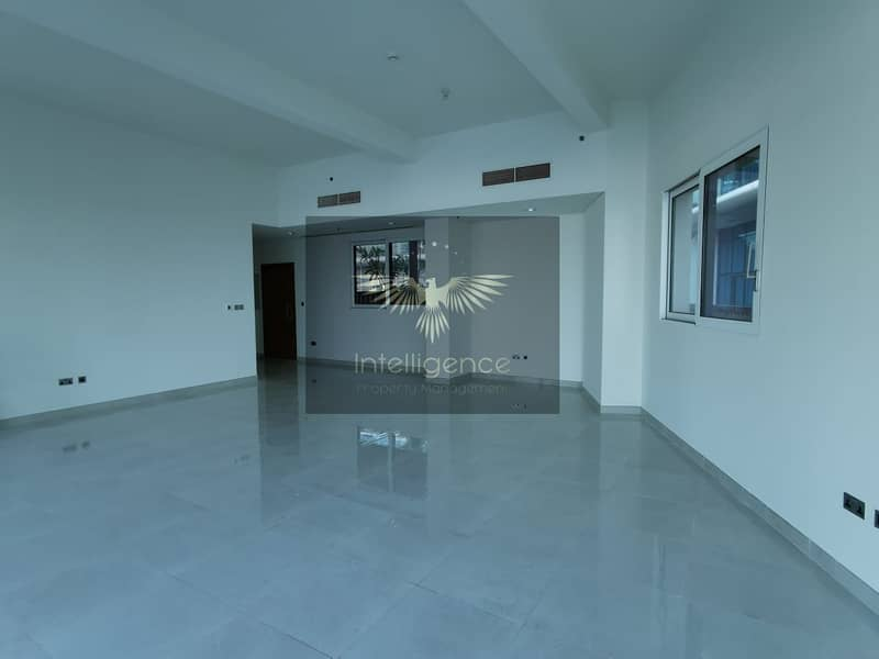 2 Vacant! Spacious Townhouse with Stunning Sea View