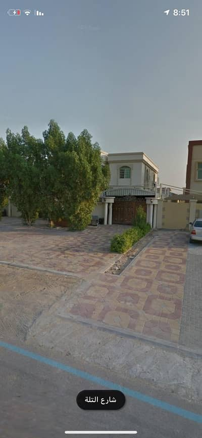 Villa on the street at a reasonable price close to all services