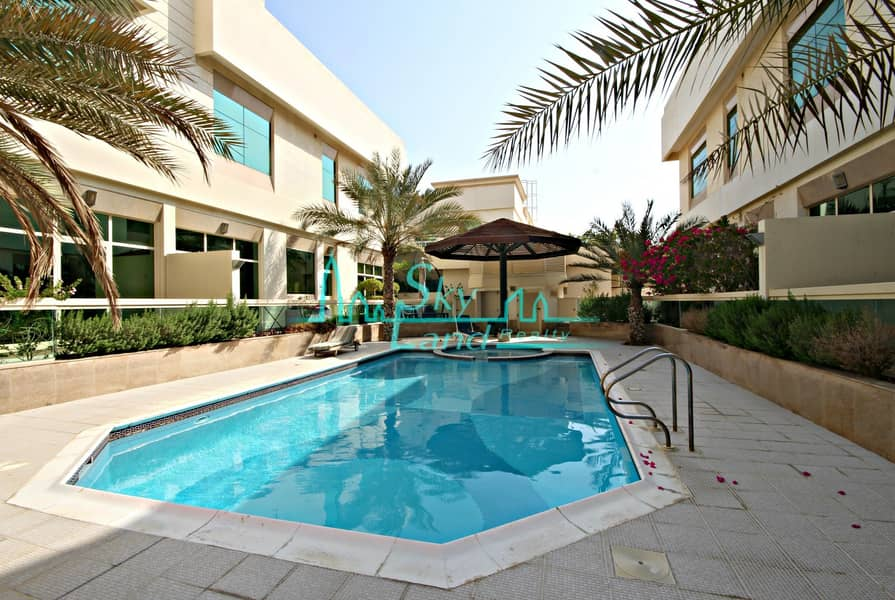Amazing 4 Bed+M Private Garden Shared Pool