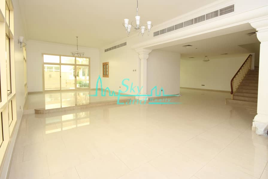 2 Amazing 4 Bed+M Private Garden Shared Pool