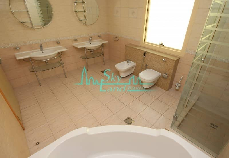 10 Amazing 4 Bed+M Private Garden Shared Pool