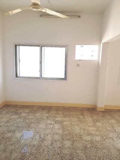 شقة 2 غرفة نوم للايجار في بر دبي، دبي - شقة في شارع خالد بن الوليد بر دبي 2 غرف 55000 درهم - 4645276