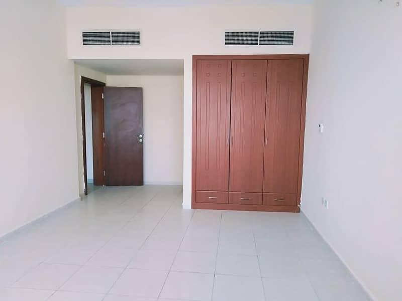 صالة فاخرة بغرفتي نوم في برج الأفق وسط مدينة عجمان