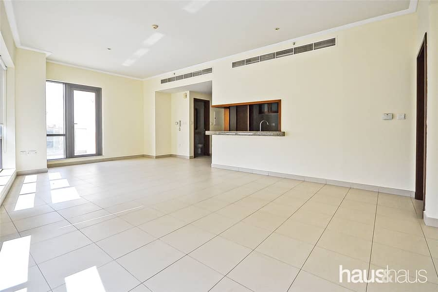 12 Cheques Possible| Walk-in Shower |Two Bathrooms