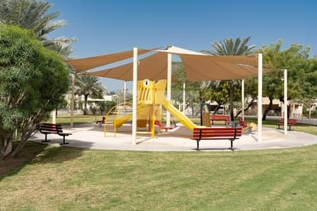 4 Bedroom Villa for Sale in The Meadows, Dubai - Corner Plot Villa- Single Row - Park Facing