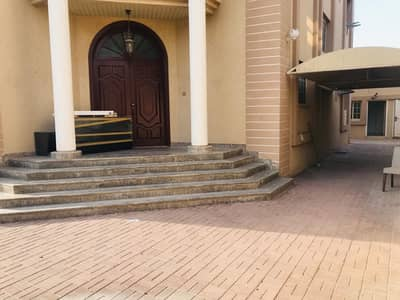 Spacious 5 bedroom plus maid independent villa in Jumeirah 3