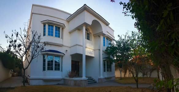Spacious 5 Bedroom plus maid villa with beautiful pvt garden and pvt pool in Jumeirah 3