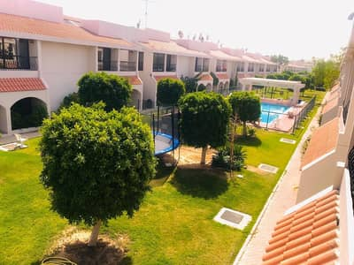 Very nice 4 Bedroom compound villa with shared pool in Jumeirah 3