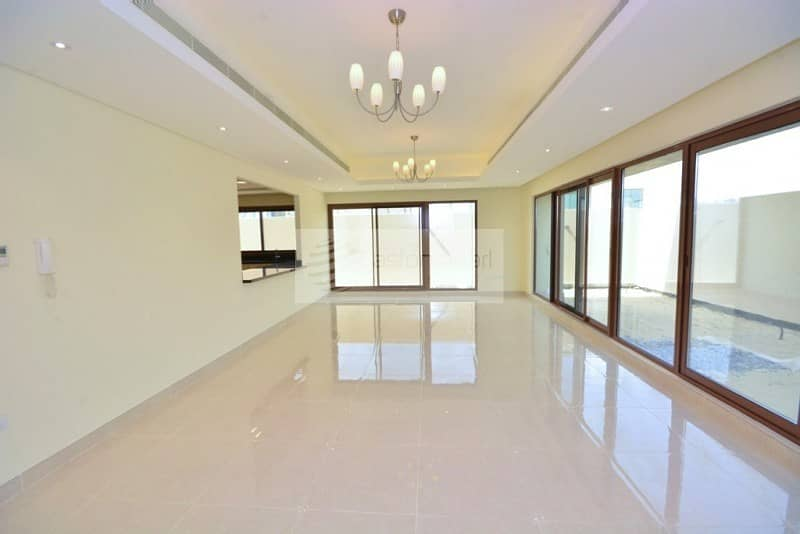 Luxurious 4 Bed Townhouse    Brand New    End Unit