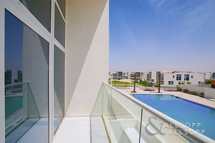 2 Exclusive | 6 Bedroom | Backing On To Pool