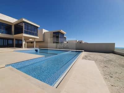 فیلا 7 غرف نوم للبيع في جزيرة السعديات، أبوظبي - Serene View: Beachfront 7 BR Villa For Luxury Living