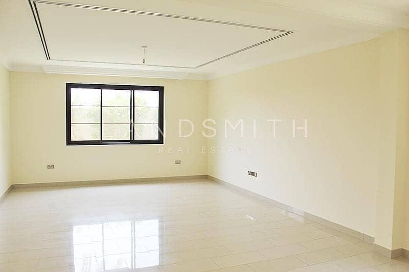 2 Exclusive Bright Single Row 4BR Type 4 Casa Villa