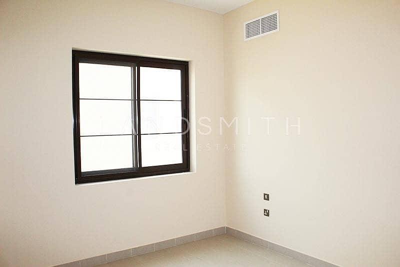 14 Exclusive Bright Single Row 4BR Type 4 Casa Villa