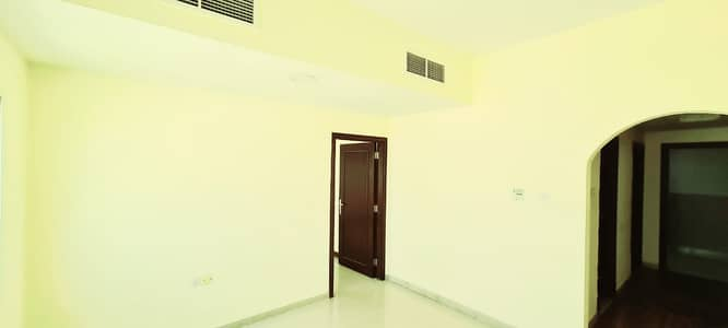 شقة 1 غرفة نوم للايجار في المقطع، أم القيوين - بدون عمولة !!!!! شقة مناسبة للايجار ضمن مبنى عائلي  في ام القيوين .