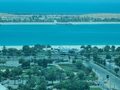 شقة 3 غرف نوم للايجار في الخالدية، أبوظبي - شقة في الخالدية 3 غرف 85000 درهم - 4648326