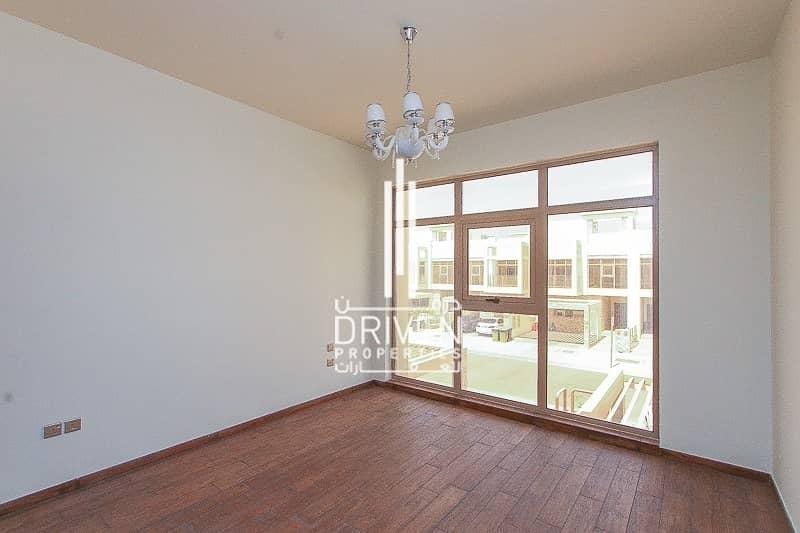 Single Row | Stunning 3 Bedroom Townhouse