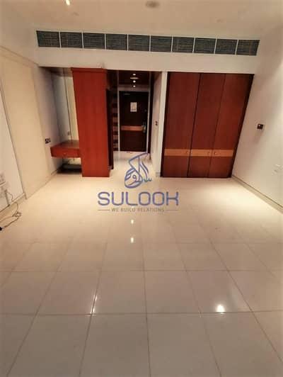 استوديو  للايجار في منطقة الكورنيش، أبوظبي - Lavish Studio for 40k in khalidiya corniche area with ADDC bills