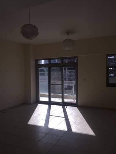 1 Bedroom Apartment for Rent in Business Bay, Dubai - BUSINESS BAY EXECUTIVE TOWER LARGE ONE BEDROOM WITH LAUNDRY SHAIKH ZAYED ROAD VIEW FOR RENT